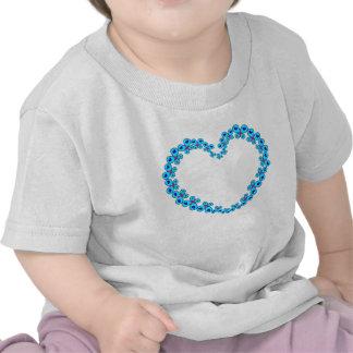 Corazones y corazón de la mariposa de las camisetas