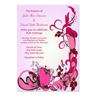 Corazones y el casarse rosados de las flores invitación 12,7 x 17,8 cm