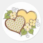 Corazones y flores - puntos amarillos de la flor pegatina redonda