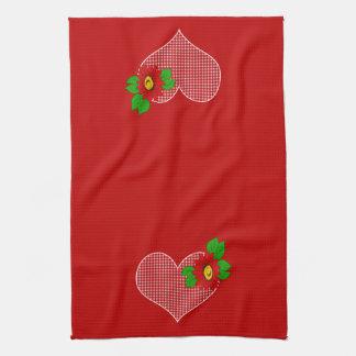 Corazones y flores rojos retros de la guinga de la toallas de mano