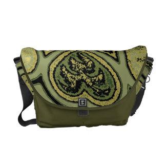 Corazones y la bolsa de mensajero verdes olivas de bolsas de mensajería
