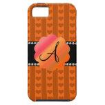 Corazones y rayas anaranjados del monograma iPhone 5 Case-Mate cobertura