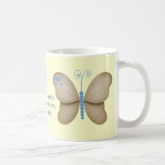 Corazones y taza azul de marfil de la cita de las
