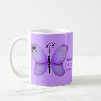 Corazones y taza púrpura de la cita de las