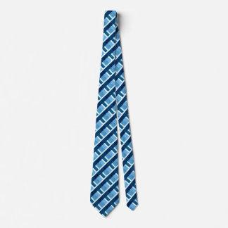 Corbata azul de la tela escocesa