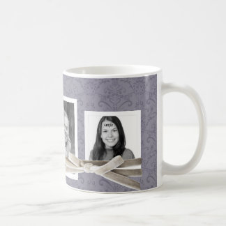 Corbata de lazo floral púrpura del terciopelo de taza