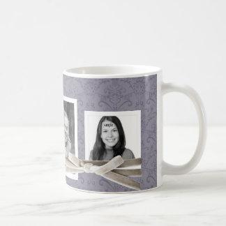 Corbata de lazo floral púrpura del terciopelo de taza de café