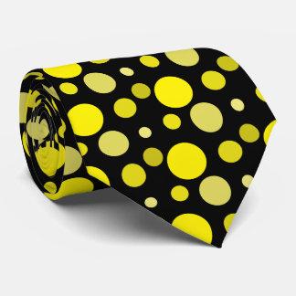 Corbata de los puntos amarillos