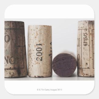 Corchos del vino con las fechas pegatina cuadrada