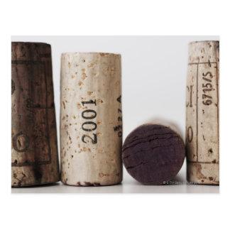Corchos del vino con las fechas postal
