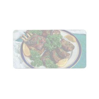 Cordero de carne asada delicioso etiqueta de dirección