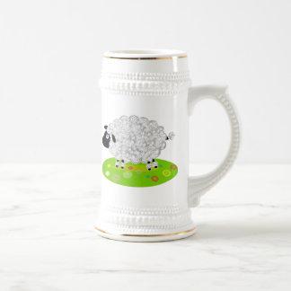 Cordero lanoso en el campo de flor tazas de café