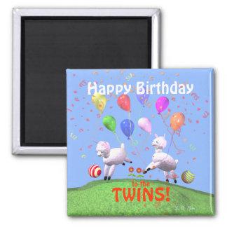 Corderos del feliz cumpleaños para los gemelos imán cuadrado