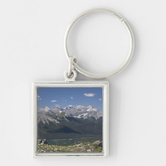 Cordillera y lago encima de una montaña llavero