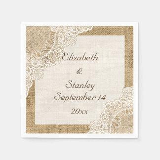 Cordón blanco en el boda rústico de la arpillera servilleta desechable