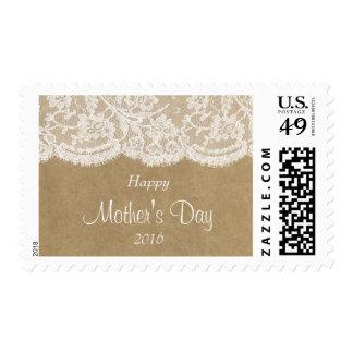 Cordón blanco en el día de madre feliz rústico de sello