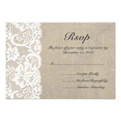 Cordón blanco y arpillera que casan la tarjeta de  invitacion personal