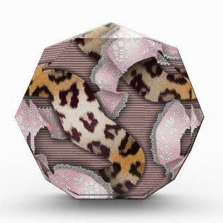 Cordón de n de los leopardos '- rosa en colores pa