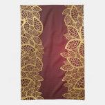 Cordón de oro de la hoja en fondo rojo toallas de cocina
