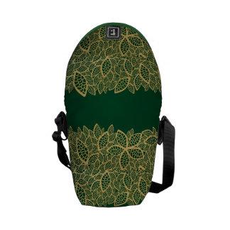 Cordón de oro de la hoja en fondo verde bolsa de mensajeria