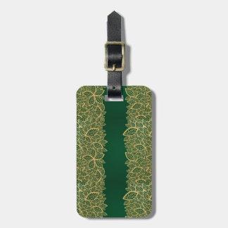 Cordón de oro de la hoja en fondo verde etiquetas maletas