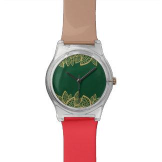 Cordón de oro de la hoja en fondo verde relojes de pulsera