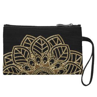 Cordón de oro en telas a rayas negras