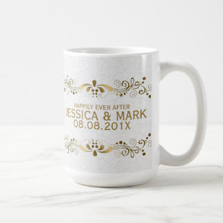 Cordón del oro con los damascos blancos taza de café