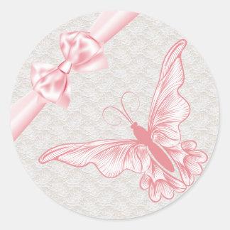 Cordón del vintage y mariposas rosadas hermosas pegatina redonda