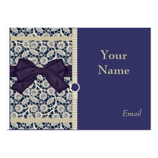 Cordón elegante del moreno en tarjetas de visita d
