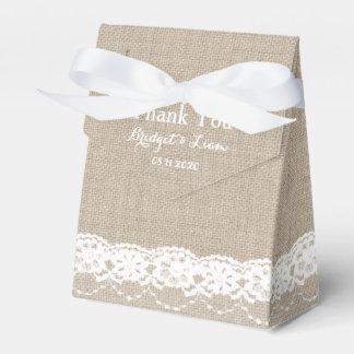 Cordón en la caja blanca del favor cajas para regalos de boda