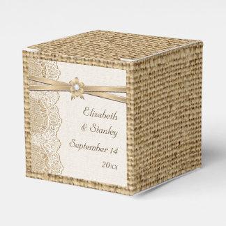 Cordón, flor de la cinta y boda de la arpillera cajas para regalos