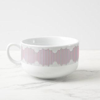 Cordón inglés de la cabaña y rayas rosadas y cuenco para sopa