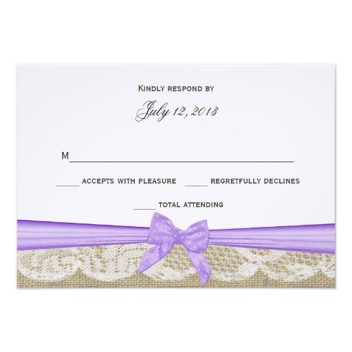 Cordón romántico y respuesta púrpura del arco invitacion personalizada