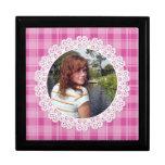 Cordón y tela escocesa - corazón en rosa cajas de recuerdo