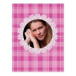 Cordón y tela escocesa - corazón en rosa tarjeta postal