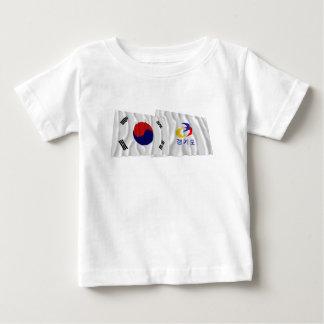 Corea y Kyonggi-hace las banderas que agitan Tee Shirts