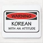Coreano con una actitud alfombrillas de ratón