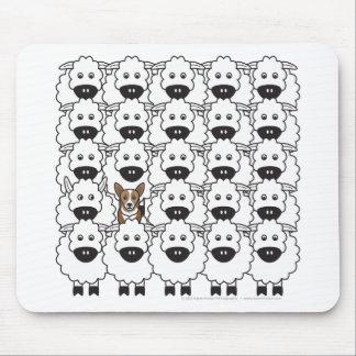 Corgi en las ovejas alfombrillas de ratones