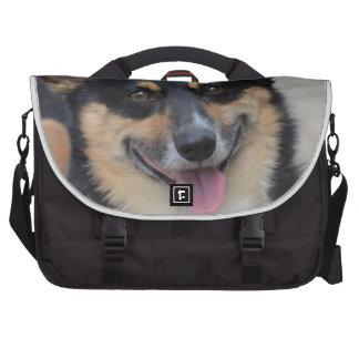 Corgi sonriente bolsas para portátil