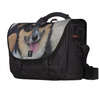 Corgi sonriente bolsas para ordenador