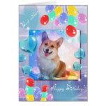 Corgi sonriente del feliz cumpleaños tarjeta de felicitación