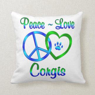 Corgis del amor de la paz cojín