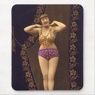 Corista del vintage de la diversión en púrpura y alfombrilla de ratón
