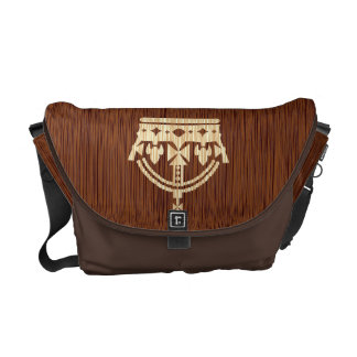 corona británica hecha del efecto de madera bolsa de mensajeria