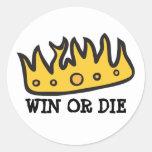 Corona conseguida (de rey bruto del búho de pegatina redonda