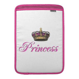 Corona de la princesa en rosas fuertes fundas MacBook
