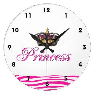 Corona de la princesa en rosas fuertes reloj redondo grande