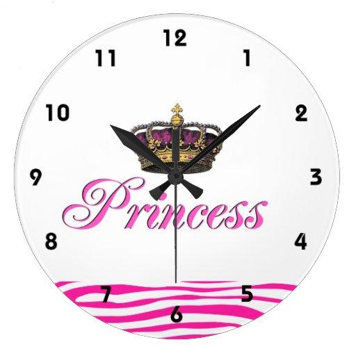 Corona de la princesa en rosas fuertes relojes