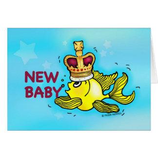 Corona que lleva del nuevo del bebé goldfish tarjeta de felicitación